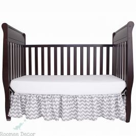 Falbana dekoracyjna do łóżeczka - zygzaki - szaro - białe